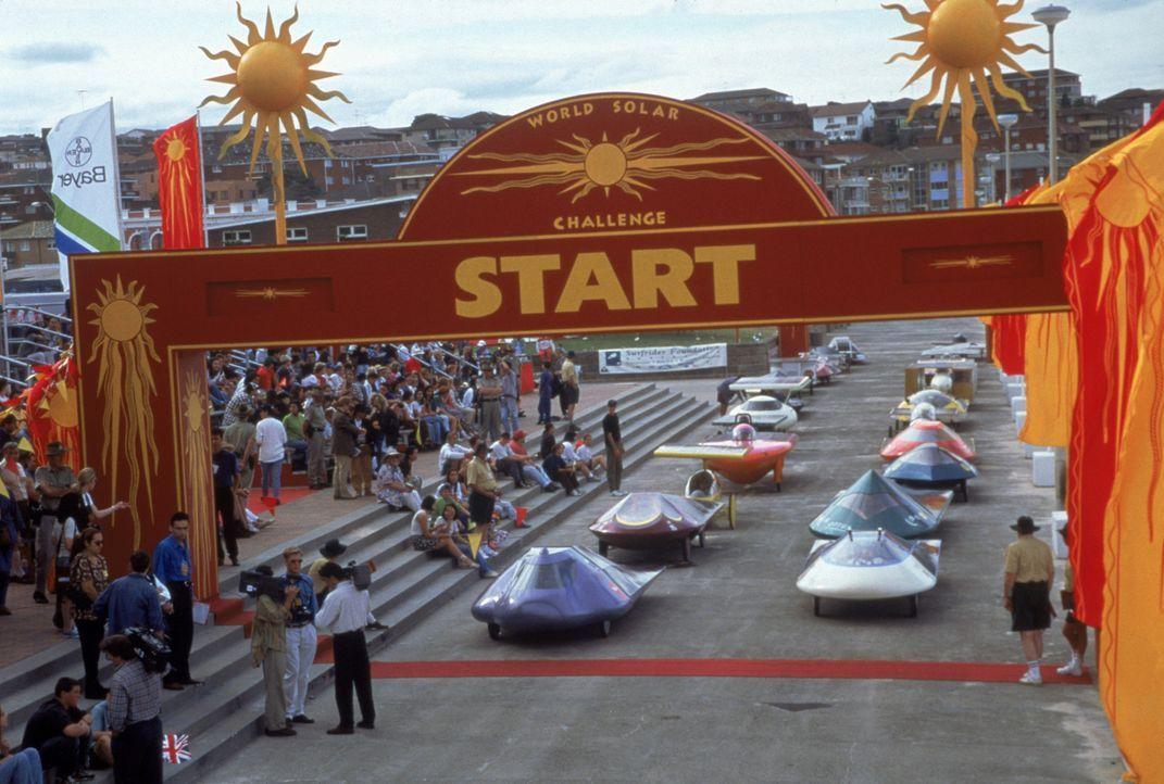 Startschuss für das Finale der World Solar Challenge ... - Bildquelle: TriStar Pictures