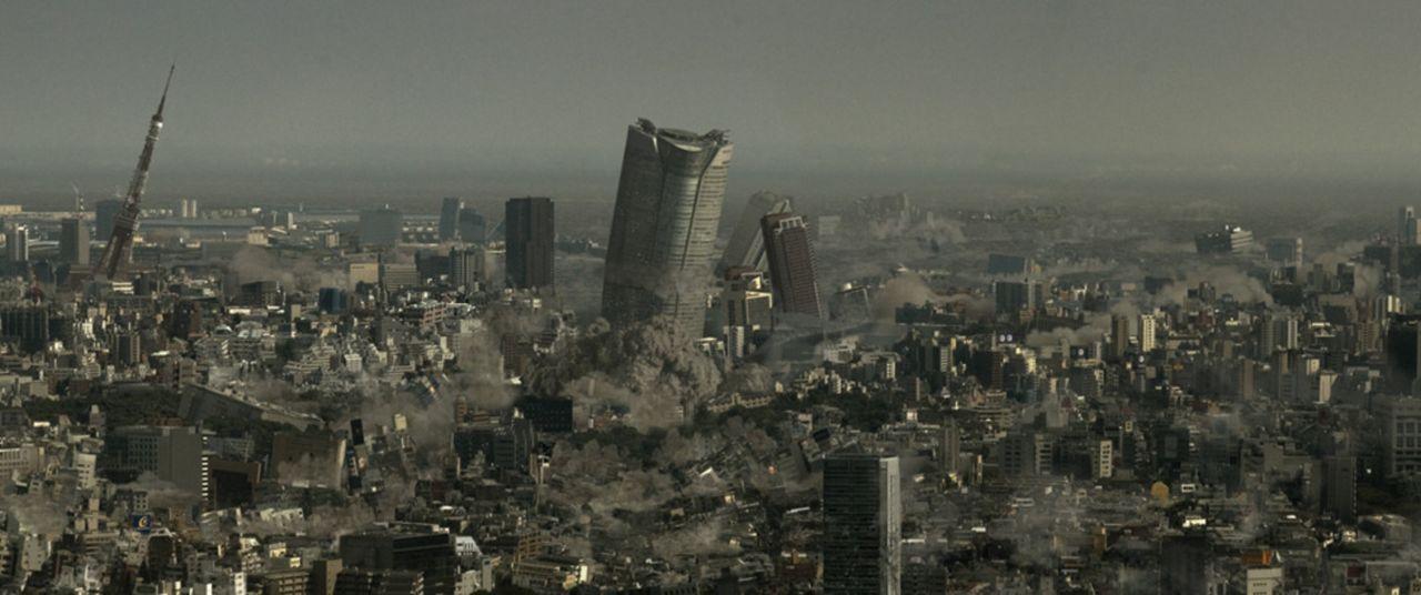 Durch eine Veränderung in der Erdkruste direkt unter dem japanischen Graben treten zunächst schwere Erdbeben, Vulkanausbrüche und Tsunamis auf. Japa...