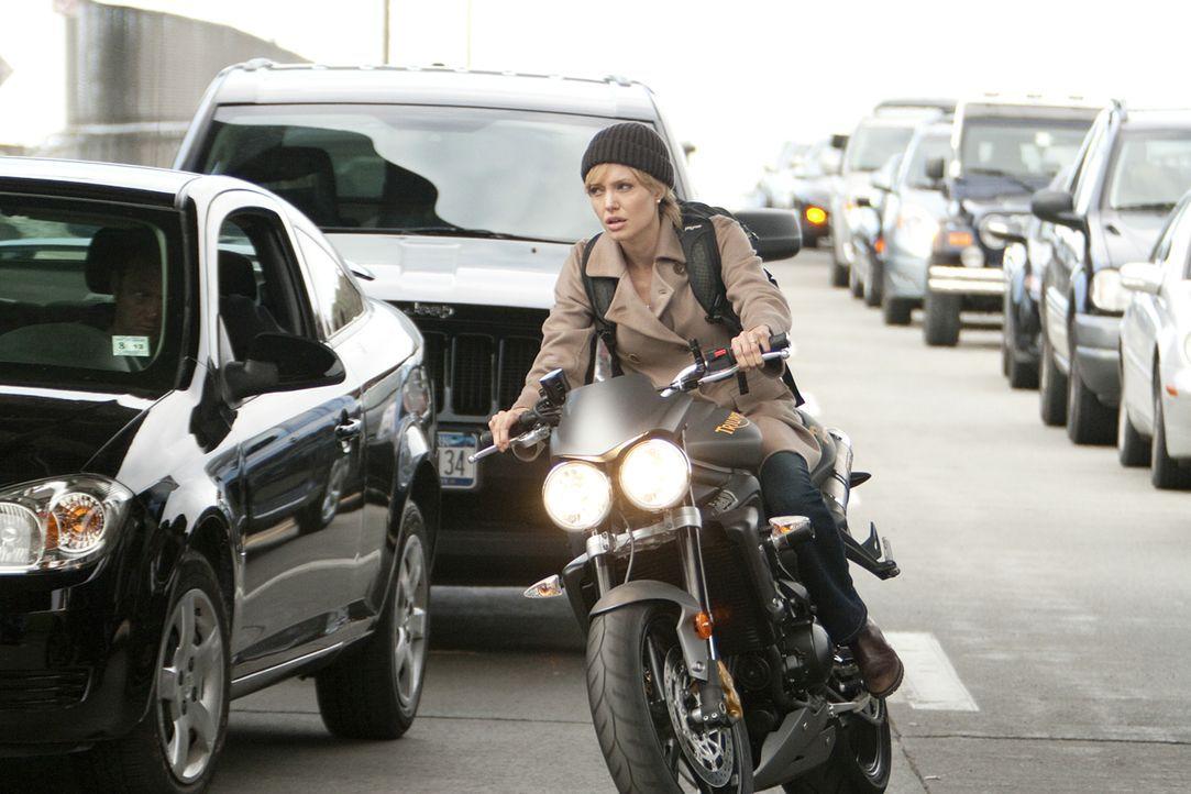 Evelyn Salt (Angelina Jolie) gehört zu den fähigsten CIA-Agenten, die für die Sicherheit ihres Landes nicht nur einmal ihr Leben riskiert hat. Als s... - Bildquelle: 2010 Columbia Pictures Industries, Inc. and Beverly Blvd LLC. All Rights Reserved.