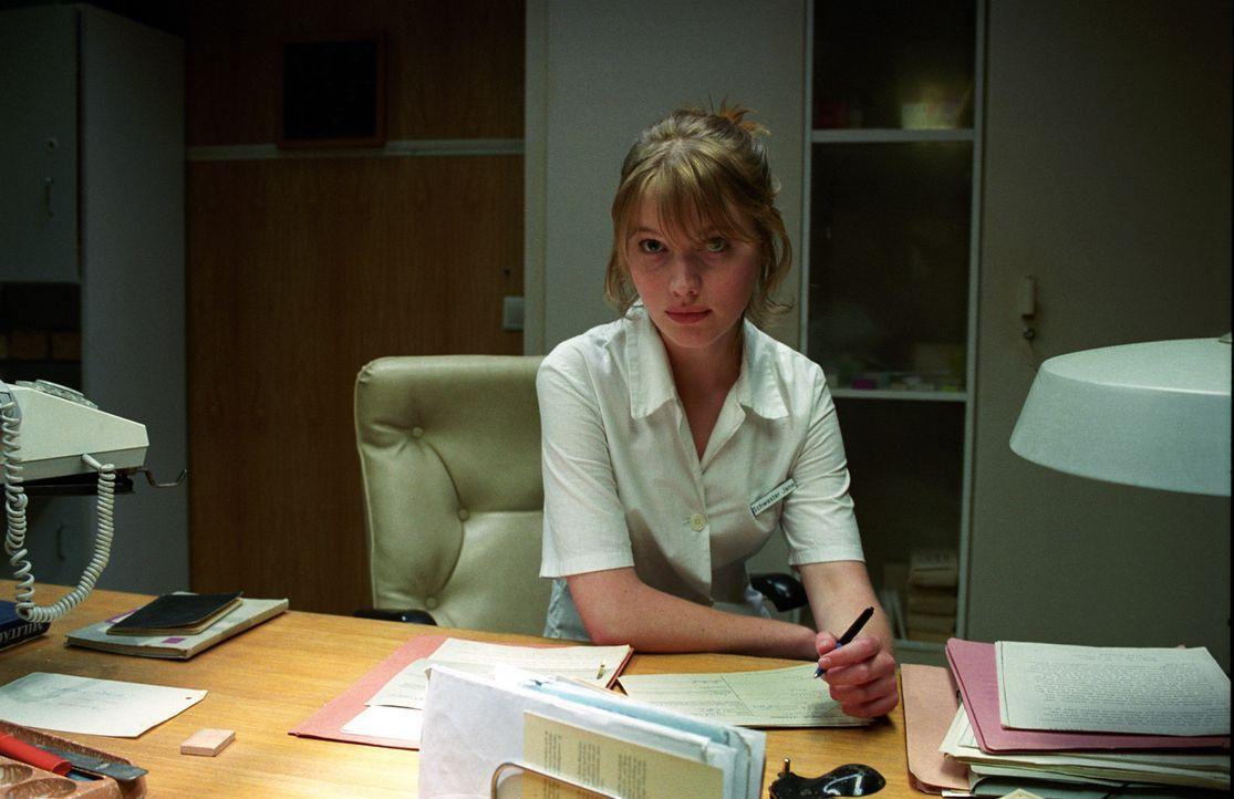 Jana (Anna Brüggemann) weiß sich vor dummen Anmachsprüchen zu schützen! Mit ihrer Schlagfertigkeit schlägt sie schnell jeden aufdringlichen Ver... - Bildquelle: Akkord Film Produktion GmbH