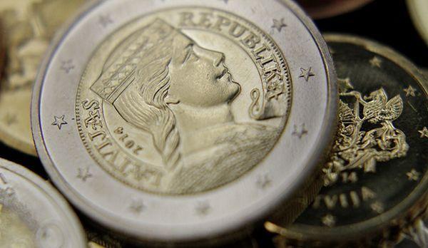 Lettisches Geld - Bildquelle: dpa