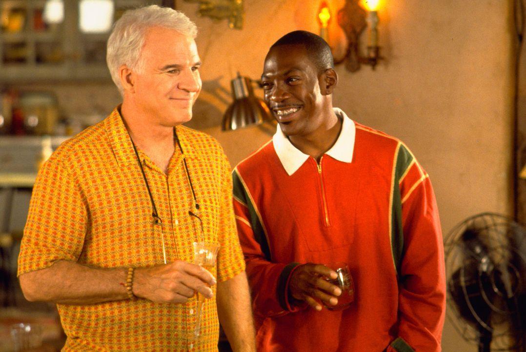 Als sein nichts ahnender Hauptdarsteller spurlos verschwindet, muss Bowfinger (Steve Martin, l.) zu einer drastischen Lösung greifen: Jiff (Eddie M... - Bildquelle: Universal Pictures