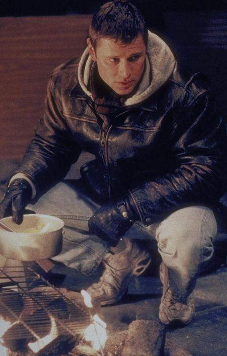 Robert Drake (Grant Show) versucht alles, um in der eisigen Kälte zu überleben .... - Bildquelle: Trimark Pictures