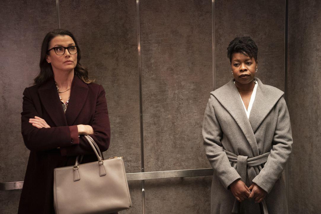 Erin Reagan (Bridget Moynahan, l.); Kimberly Crawford (Roslyn Ruff, r.) - Bildquelle: Patrick Harbron 2020 CBS Broadcasting Inc. All Rights Reserved. / Patrick Harbron