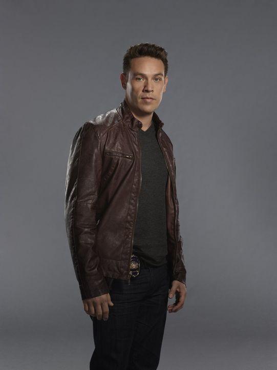 (1. Staffel) - Detective Dan Espinoza (Kevin Alejandro), der Ex-Mann der gewieften Chloe Decker, gefällt der neue Mann an Chloes Seite ganz und gar... - Bildquelle: 2016 Warner Brothers