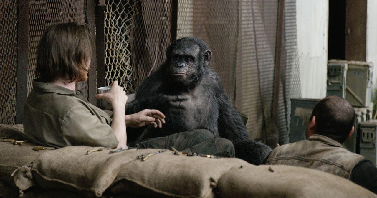 Caesars rechte Hand, Demagoge Koba (Toby Kebbell, M.), macht sich geschickt daran, die Menschen und ihre Siedlung auszuspionieren. Mit schrecklichen... - Bildquelle: 2014 Twentieth Century Fox Film Corporation.  All rights reserved.