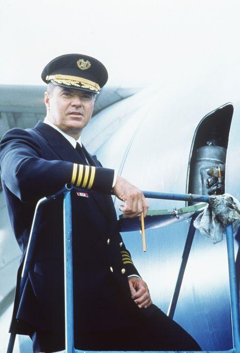 Captain Singer (Robert Urich) wünscht sich mehr als nur ein kollegiales  Verhältnis zu seiner Co-Pilotin ...
