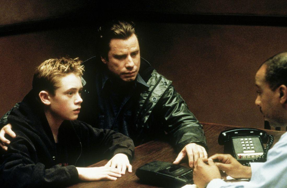 Als Danny (Matthew O'Leary, l.) seinem Vater Frank (John Travolta, M.) anvertraut, dass sein Stiefvater ein Mörder sein könnte, sieht Frank keinen... - Bildquelle: Paramount Pictures