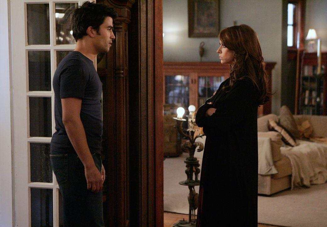 Bei einer Trauerfeier hat Melinda (Jennifer Love Hewitt, r.) beobachtet, dass Gabriel (Ignacio Serricchio, l.) ebenfalls die Gabe besitzt, mit den T... - Bildquelle: ABC Studios