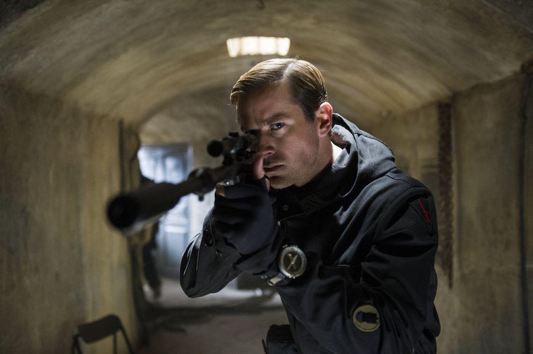 Der KGB-Agent Illya Kuryakin (Armie Hammer) ist einer der besten seines Fachs, doch dann bekommt er den Auftrag, mit einem amerikanischen Agenten zu... - Bildquelle: Warner Bros.