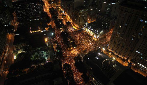 Rio de Janeiro bei Nacht - Bildquelle: dpa