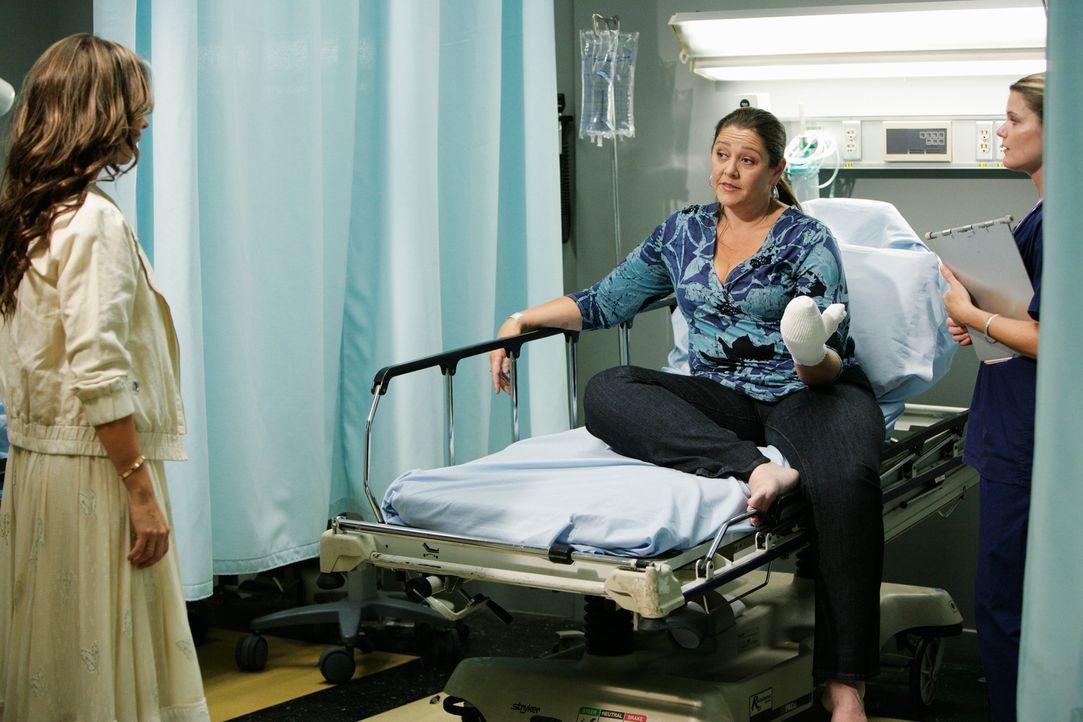 Auch Delia (Camryn Manheim, M.) bleibt von den Attacken von Gwens Geist nicht verschont. Melinda (Jennifer Love Hewitt, l.) besucht ihre Freundin im... - Bildquelle: ABC Studios