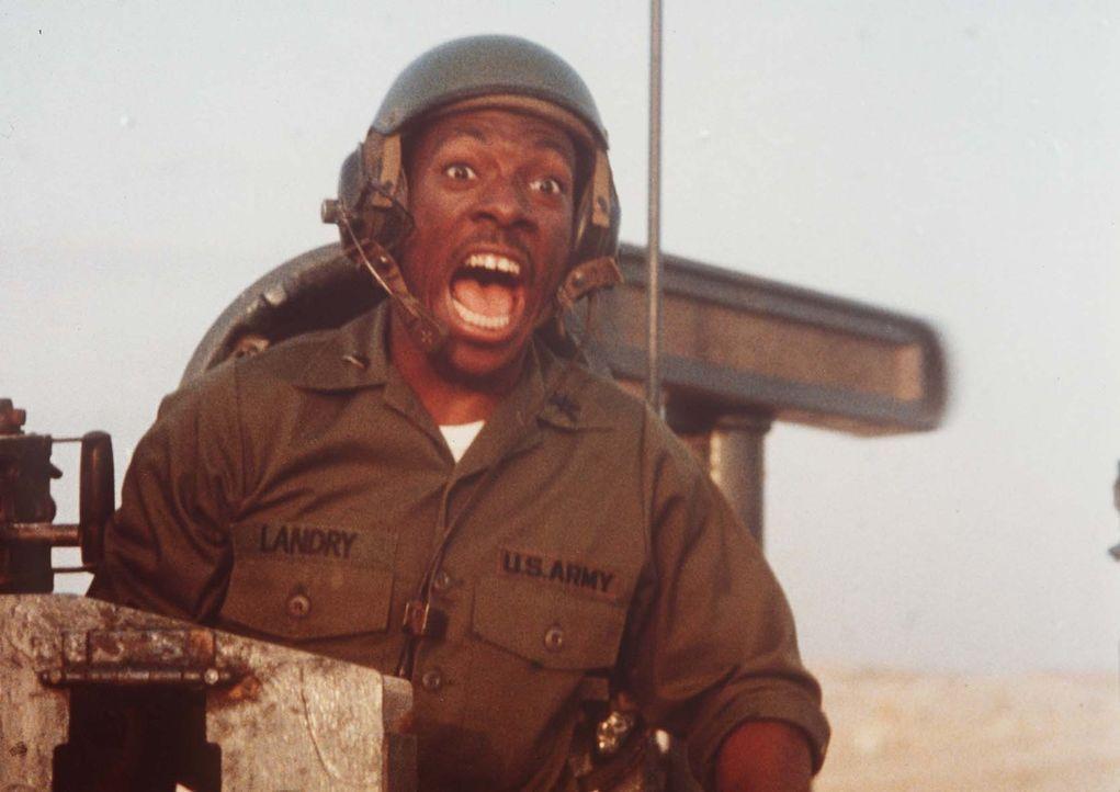 Als der Leutnant Landry (Eddie Murphy) das neue Bauteil in der Wüste Kuweits erproben soll, gerät sein Panzer völlig aus der Kontrolle ... - Bildquelle: Paramount Pictures