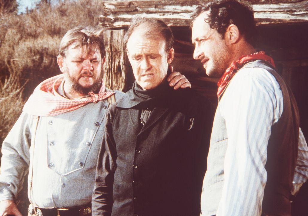 Nels Oleson (Richard Bull, M.) erklärt seinen Entführern Max (Todd Susman, r.) und Georgie (Royce D. Applegate, l.), dass sein Plan fehlgeschlagen... - Bildquelle: Worldvision