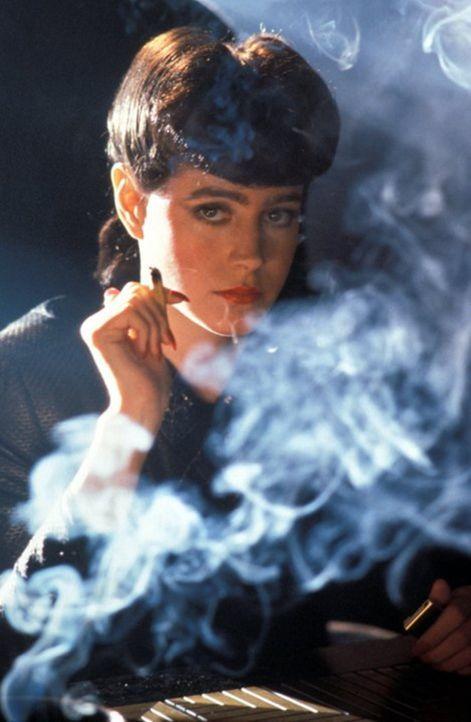 Obwohl Rachael (Sean Young) ein Replikant ist, hat sie doch sehr menschliche Gefühle ... - Bildquelle: Warner Bros.