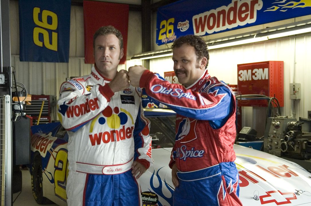 Während Ricky Bobby (Will Ferrell, l.) schnell großen Ruhm als Nascar-Rennfahrer einfährt, spielt sein bester Freund Cal (John C. Reilly, r.) imm... - Bildquelle: Copyright   2006 Sony Pictures Television International.