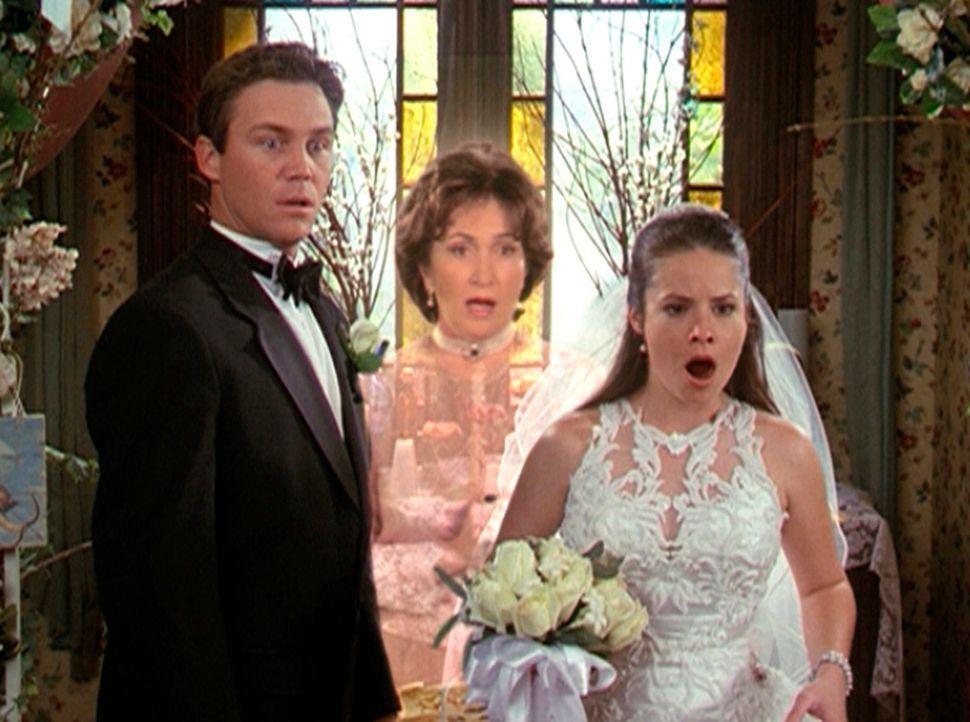Nach zahlreichen Zwischenfällen wollen Piper (Holly Marie Combs, r.) und Leo (Brian Krause, l.) endlich heiraten. Doch auch an diesem Tag wartet ein... - Bildquelle: Paramount Pictures