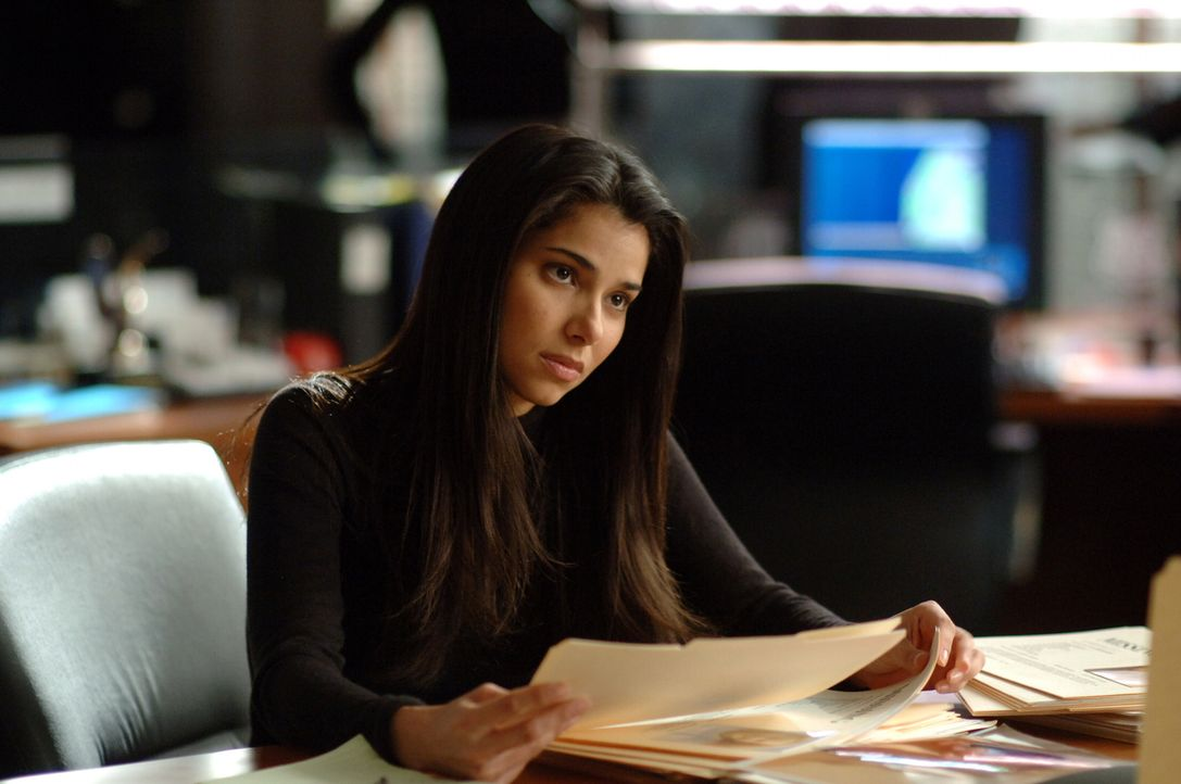 Der aktuelle Fall bereitet Elena (Roselyn Sanchez) Kopfzerbrechen ... - Bildquelle: Warner Bros. Entertainment Inc.