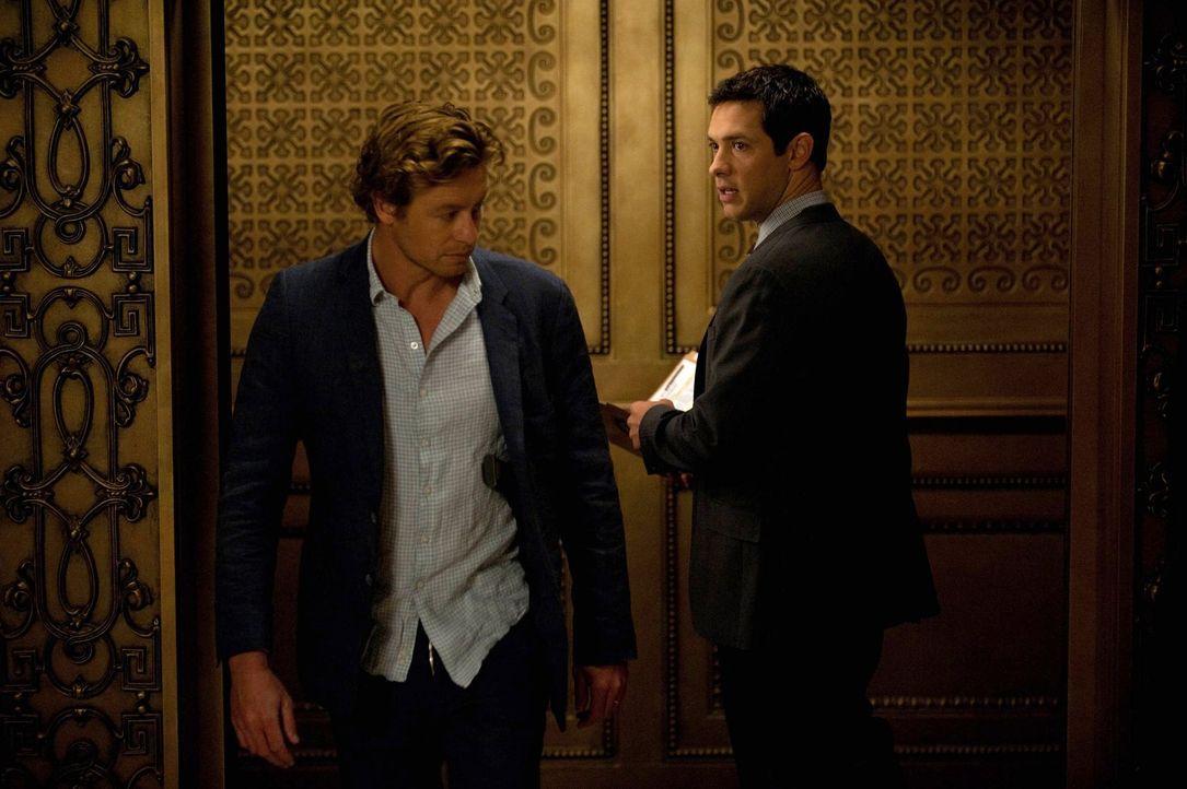 Ein harter Tag steht ihnen bevor: Patrick (Simon Baker, l.) und Luther Wainwright (Michael Rady, r.) ... - Bildquelle: Warner Bros. Television