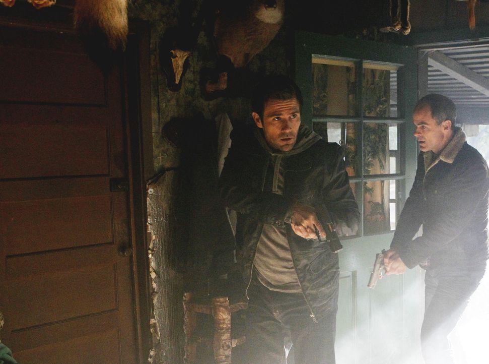 Ermitteln in einem neuen Fall: John (Michael Kelly, r.) und Mick (Matt Ryan, l.) ... - Bildquelle: ABC Studios