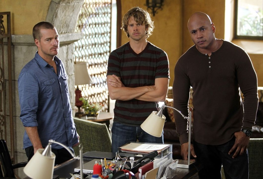 Ein neuer Fall wartet auf Deeks (Eric Christian Olsen, M.), Sam (LL Cool J, r.) und Callen (Chris O'Donnell, l.) ... - Bildquelle: CBS Studios Inc. All Rights Reserved.