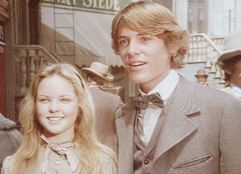 Mary (Melissa Sue Anderson, l.) ist überglücklich. Endlich kann sie mit ihrem Verlobten John (Radames Pera, r.) eine vergnügliche Zeit verbringen. - Bildquelle: Worldvision