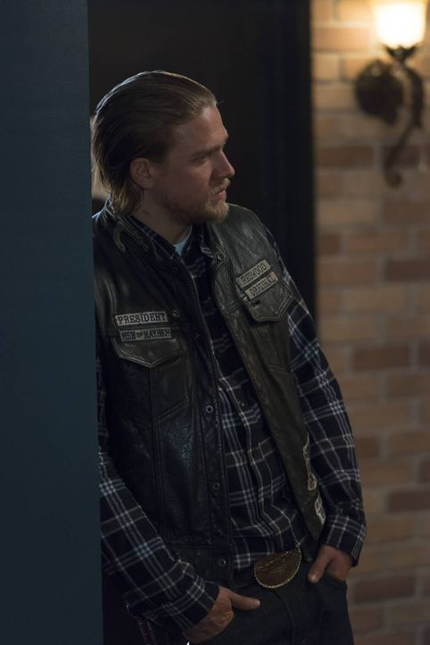 Als Jax (Charlie Hunnam) von Brookes Vater erfährt, dass sie im Begriff sind, ihr Haus zu verlieren, setzte er alle Hebel in Bewegung, um der Famili... - Bildquelle: 2013 Twentieth Century Fox Film Corporation and Bluebush Productions, LLC. All rights reserved.
