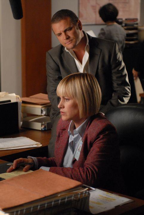 Allison Dubois (Patricia Arquette, vorne) und ihre Tochter Bridgette haben immer noch dieselben Träume. Sie versteht ihre Bedeutung und kann sie mit... - Bildquelle: Paramount Network Television