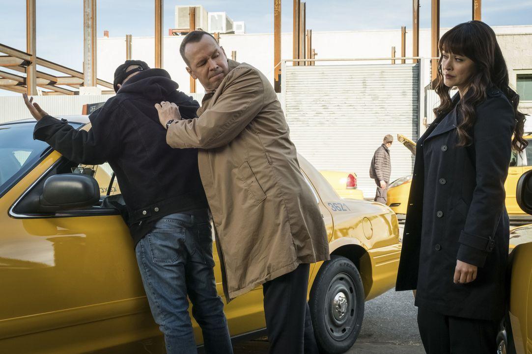Als ein New Yorker Prominenter, der offenbar ein äußerst dubioses und geheimes Leben führte, stirbt, nehmen Danny (Donnie Wahlberg, M.) und Baez (Ma... - Bildquelle: Jeff Neumann 2016 CBS Broadcasting Inc. All Rights Reserved