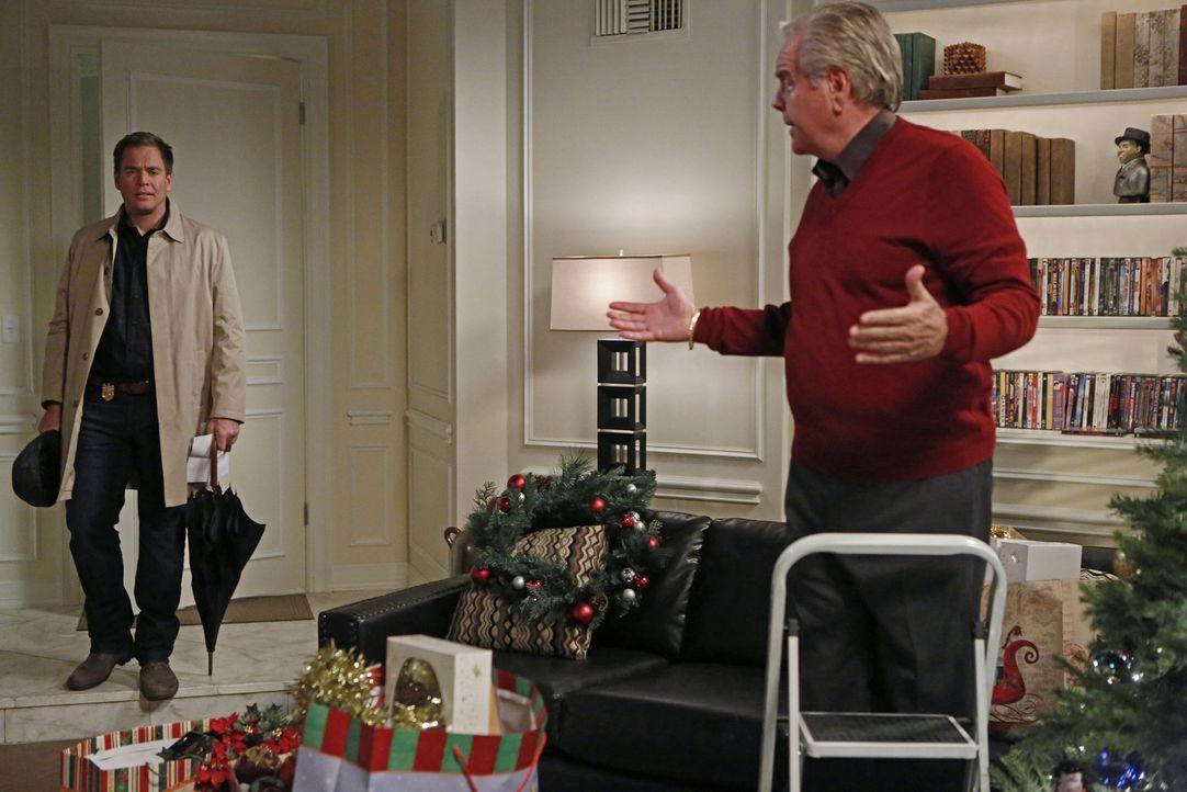 Während das Team einen Mord aufklären muss, bekommt DiNozzo (Michael Weatherly, l.) Besuch von seinem Vater (Robert Wagner, r.) ... - Bildquelle: CBS Television