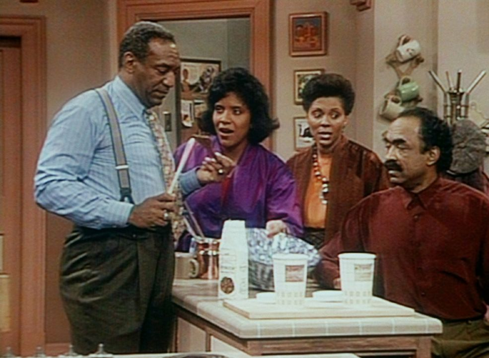 Cliff (Bill Cosby, l.) und Herb (Ron Foster, r.) schauen betreten drein, als ihre Frauen Clair (Phylicia Rashad, 2.v.l.) und Chris (Leslie Uggams) i... - Bildquelle: Viacom