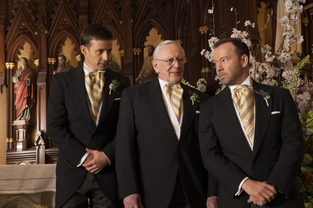 (v.l.n.r.) Jamie Reagan (Will Estes); Henry Reagan (Len Cariou); Danny Reagan (Donnie Wahlberg) - Bildquelle: Patrick Harbron 2018 CBS Broadcasting, Inc. All Rights Reserved. / Patrick Harbron