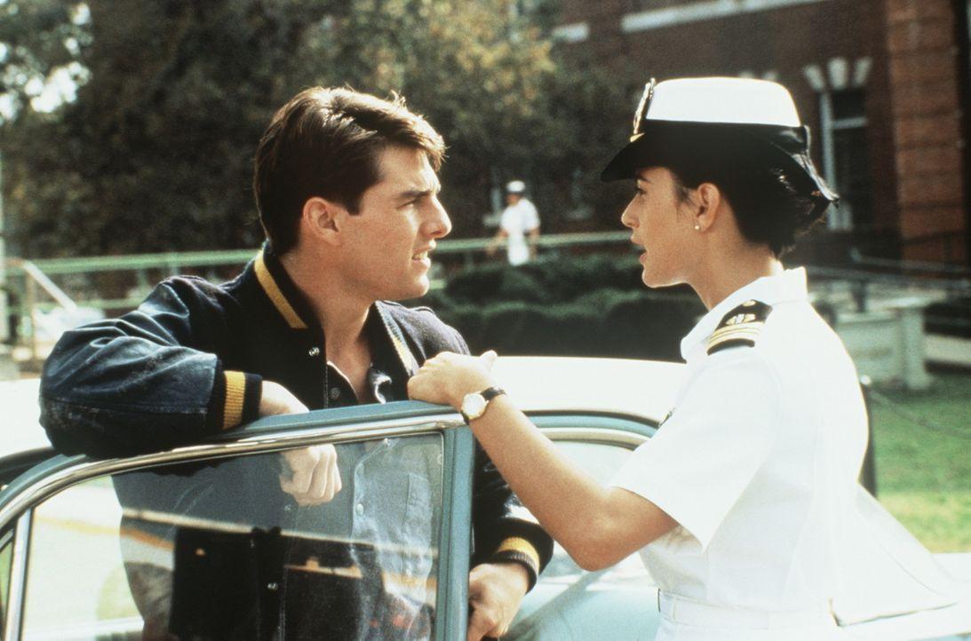 Während Lt. Kaffees (Tom Cruise, l.) Engagement zu wünschen übrig lässt, ist Armee-Anwältin JoAnne Galloway (Demi Moore, r.) mit Feuereifer bei... - Bildquelle: Columbia Pictures