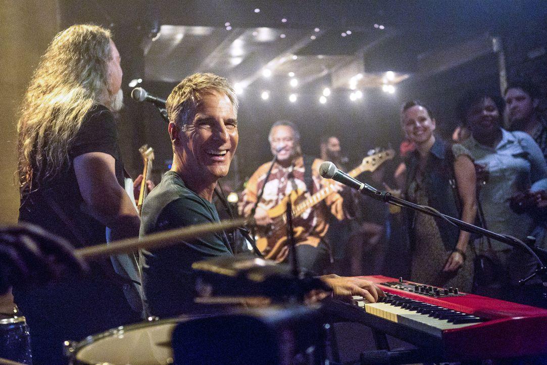 Als Pride (Scott Bakula) während seiner Auszeit ein Konzert mit seiner Band gibt, bekommt er hohen Besuch. Die Bürgermeisterin bittet ihn Hilfe, nac... - Bildquelle: Skip Bolen 2017 CBS Broadcasting, Inc. All Rights Reserved.