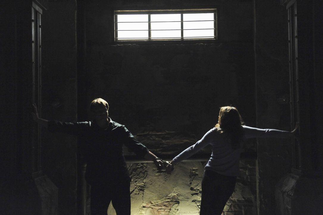 In diesem Fall ist nichts, wie es scheint: Richard Castle (Nathan Fillion, l.) und Kate Beckett (Stana Katic, r.) - Bildquelle: 2011 American Broadcasting Companies, Inc. All rights reserved.