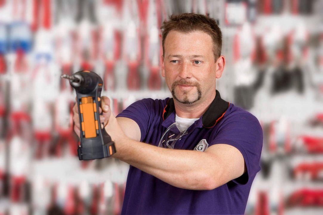 Super-Heimwerker Ken steht frustrierten Hobby-Bastlern mit Rat und Tat zur Seite. - Bildquelle: Richard Hübner kabel eins