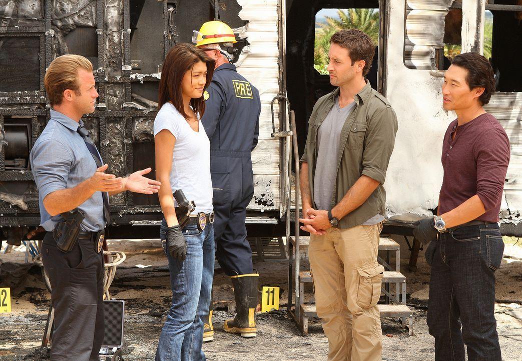 Nachdem der berühmte Modefotograf Renny Sinclair in seinem Wohnwagen lebendig verbrannt ist, ist das Team um Steve (Alex O'Loughlin, 2.v.r.), Danny... - Bildquelle: 2011 CBS BROADCASTING INC.  All Rights Reserved.
