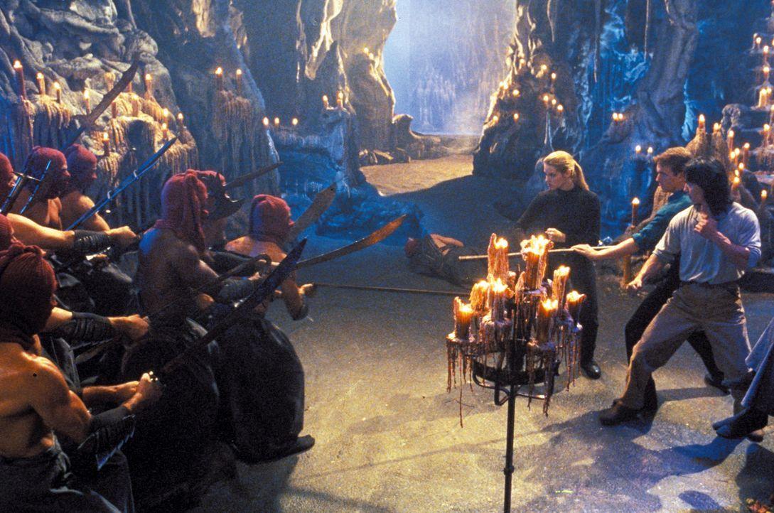 "Der Ausgang des Turniers ""Mortal Kombat"" bestimmt über das Schicksal der Erde. Liu Kang (Robin Shou, r.), Johnny Cage (Linden Ashby, 2.v.r.) und So..."