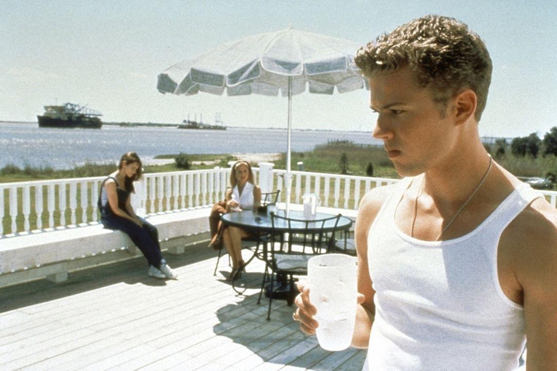 Irgendjemand weiß, was sie letzten Sommer getan haben: Julie (Jennifer Love Hewitt, l.), Barry (Ryan Phillippe, r.) und Helen (Sarah Michelle Gella... - Bildquelle: Columbia Pictures