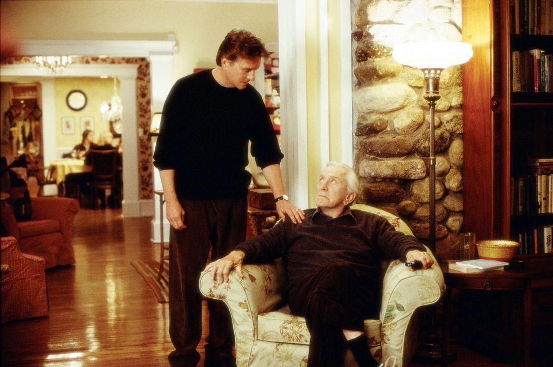 Haben noch eine ganze Menge aufzuarbeiten: Vater (Kirk Douglas, r.) und Sohn (Michael Douglas, l.) ... - Bildquelle: Buena Vista International