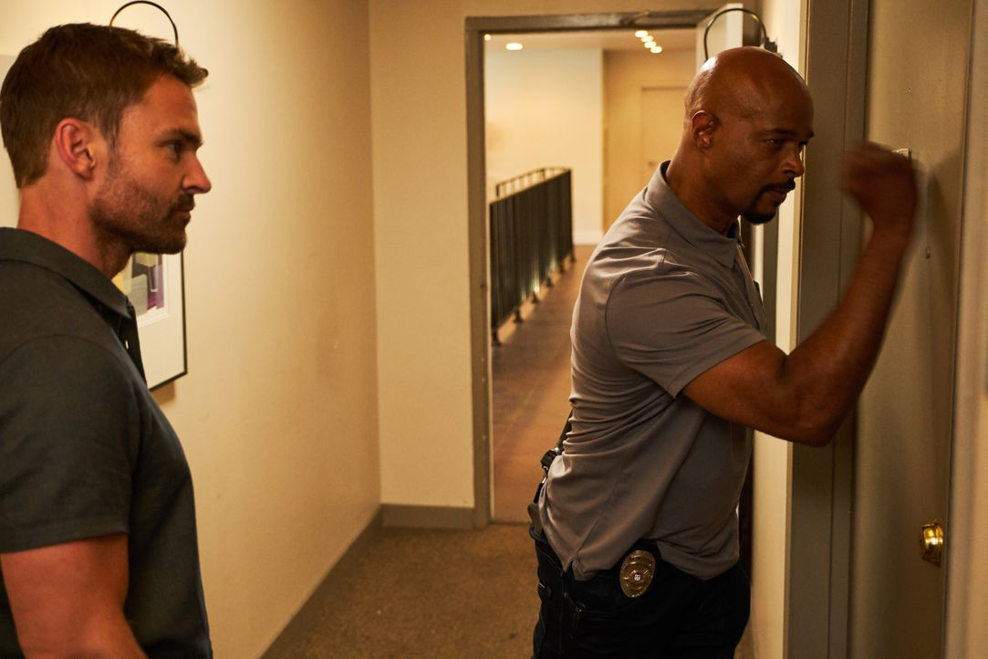 Wesley Cole (Seann William Scott, l.); Roger Murtaugh (Damon Wayans, r.) - Bildquelle: John P. Fleenor 2018 Warner Bros. Entertainment Inc. All Rights Reserved. / John P. Fleenor