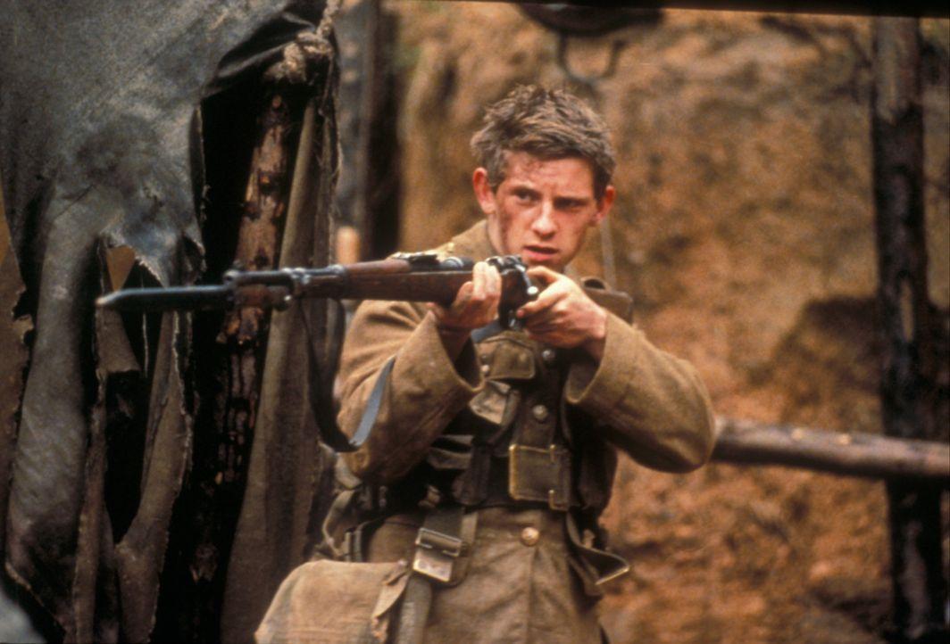 Die britische Truppe, darunter der junge Private Charlie Shakespeare (Jamie Bell), wird aufgefordert, in einem gruseligen, mit Leichen gespickten Sc... - Bildquelle: F.A.M.E. AG
