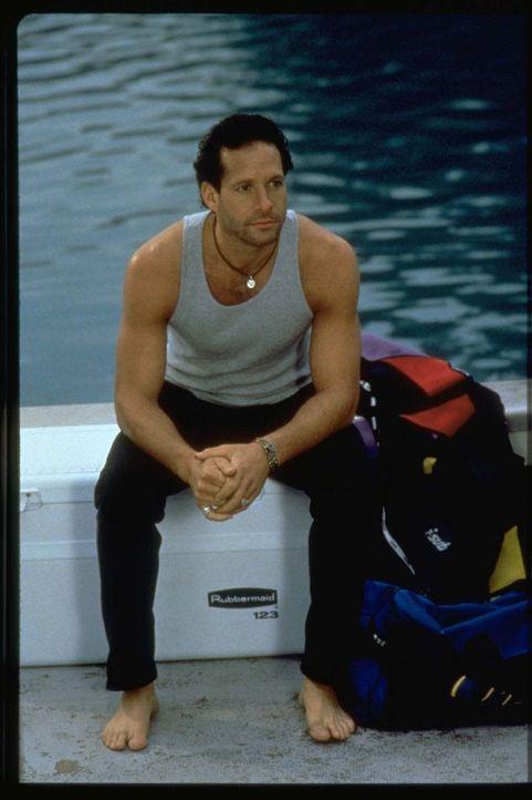 Terry (Steve Guttenberg) findet seine neue Nachbarin, die ambitionierte Meeresbiologin Mary Beth, von Anfang an hinreißend ...