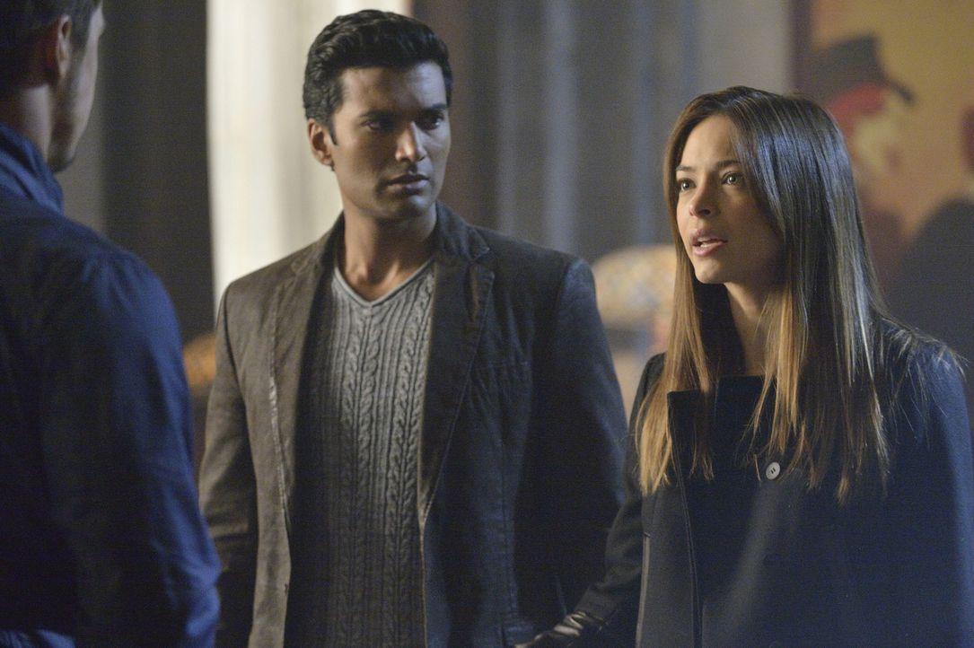 Vincent (Jay Ryan, l.) und Tori entkommen dem Anschlag von Muirfield. Gemeinsam mit Gabe (Sendhil Ramamurthy, M.) und Cat (Kristin Kreuk, r.) versuc... - Bildquelle: 2013 The CW Network, LLC. All rights reserved.