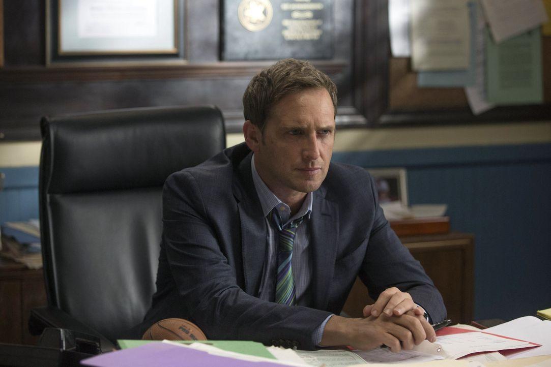 Laura trifft bei den Ermittlungen in einem neuen Mordfall auf ihren Ex-Verlobten - keine leichte Situation für ihren Ex-Mann Jake (Josh Lucas) ... - Bildquelle: Warner Bros. Entertainment, Inc.