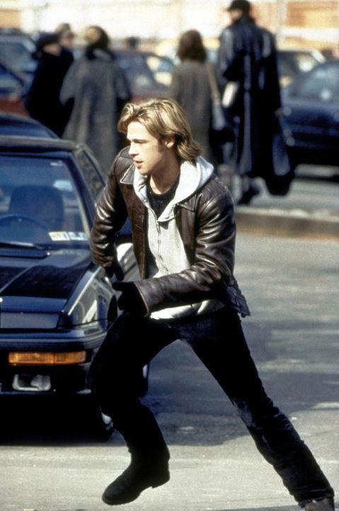 Als durch den irischen Terroristen Francis (Brad Pitt) Gewalt und Terror in sein Haus einziehen, nimmt Tom O'Meara den Kampf gegen den jungen Mann a... - Bildquelle: Columbia TriStar