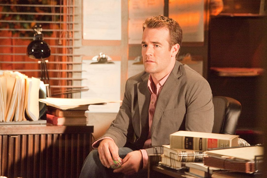 Hat Angst, dass seine Verlobung platzt, wenn herauskommt, was bei seinem Junggesellenabschied gelaufen ist: Nathan Connor (James Van Der Beek) ... - Bildquelle: 2011 Sony Pictures Television Inc. All Rights Reserved.
