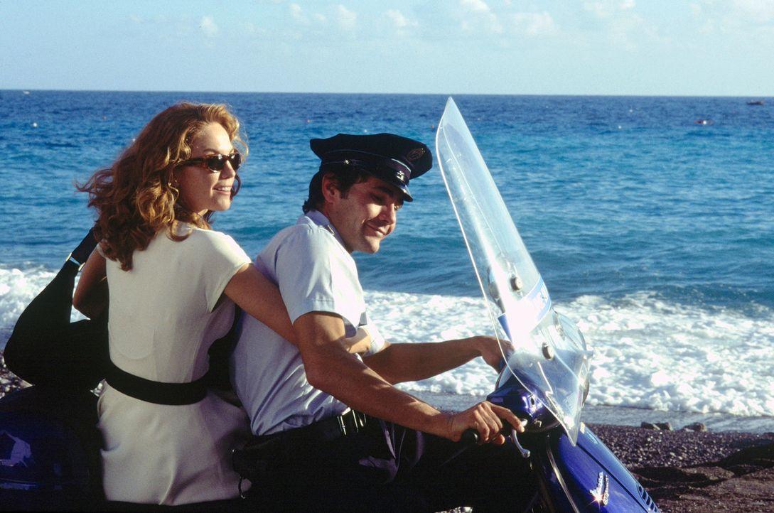 Beschließt in der Toskana ein neues Leben zu beginnen: Frances (Diane Lane, l.) ... - Bildquelle: Buena Vista International Inc.