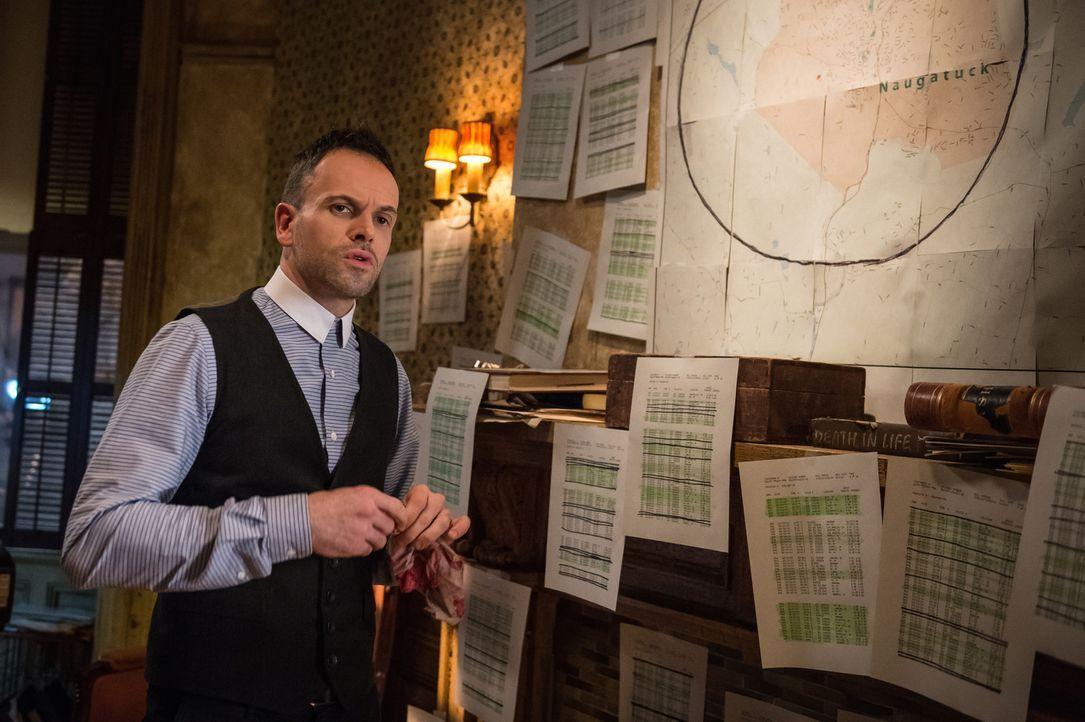 Ein neuer Mordfall beschäftigt Holmes (Jonny Lee Miller) ... - Bildquelle: CBS Television