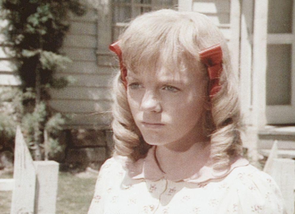 Nellie Oleson (Alison Arngrim) kocht vor Eifersucht, als sich Luke Simms vor ihren Augen mit Mary Ingalls trifft. - Bildquelle: Worldvision